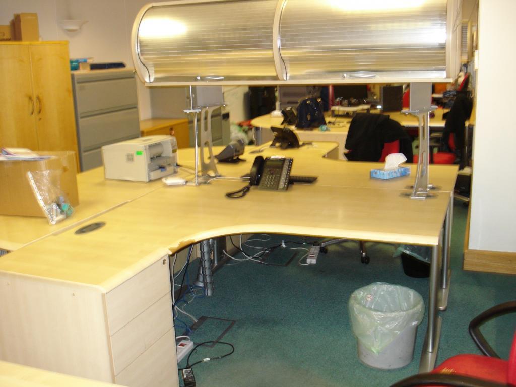 Buy This Morris B4 1600mm Corner Desk Desk Height