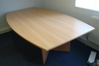 2.6m x 1.4m boat shape arrowhead meeting table newbury reading berkshire