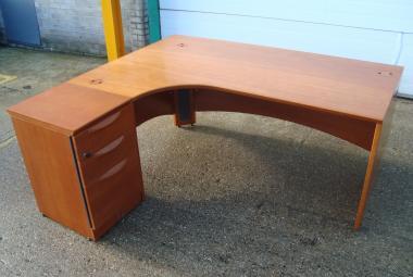 cherry veneer corner desk sven christiansen newbury reading berkshire