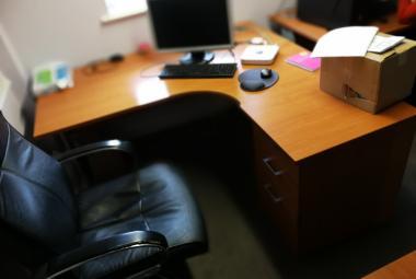 1.6m x 1.2m cherry corner desk and pedestal newbury basingstoke