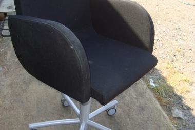 fully upholstered kinnarps meeting visitor swivel chair