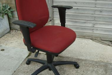 paragon multi function swivel chair with adjustable arms