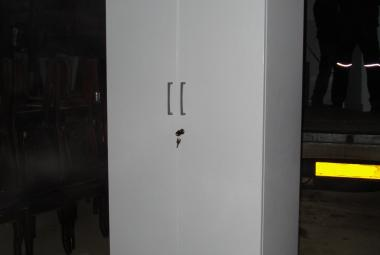 tall 2 door cupboard with 4 shelves white oxford